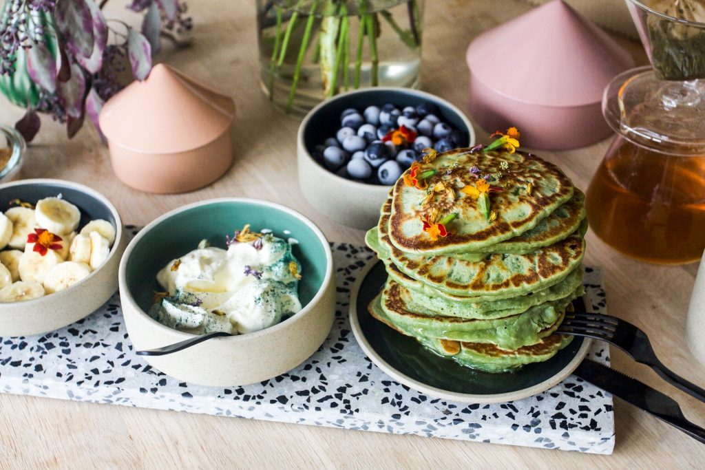american spirulina oat pancakes