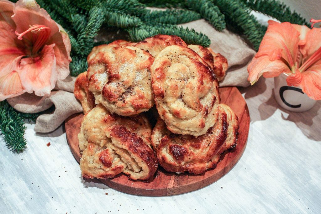 Swedish cardamom knots